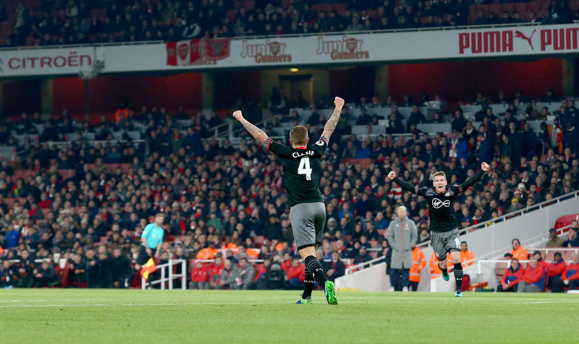 Jordy Clasie scores during the EFL Cup match between Arsenal and Southampton at the Emirates Stadium, London, England on 30 November 2016. Photo by Matt  Watson/SFC/Digital South.