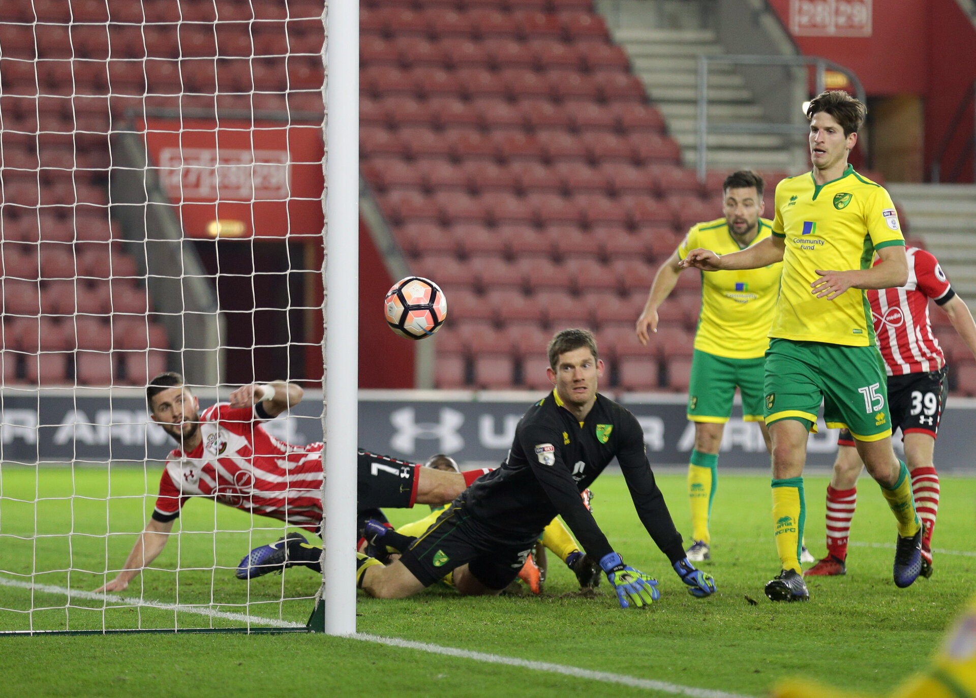 Shane Long (Southampton) makes 1-0 during the The FA Cup 3rd Round Replay match between Southampton and Norwich City at St Mary's Stadium, Southampton, England on 18 January 2017.