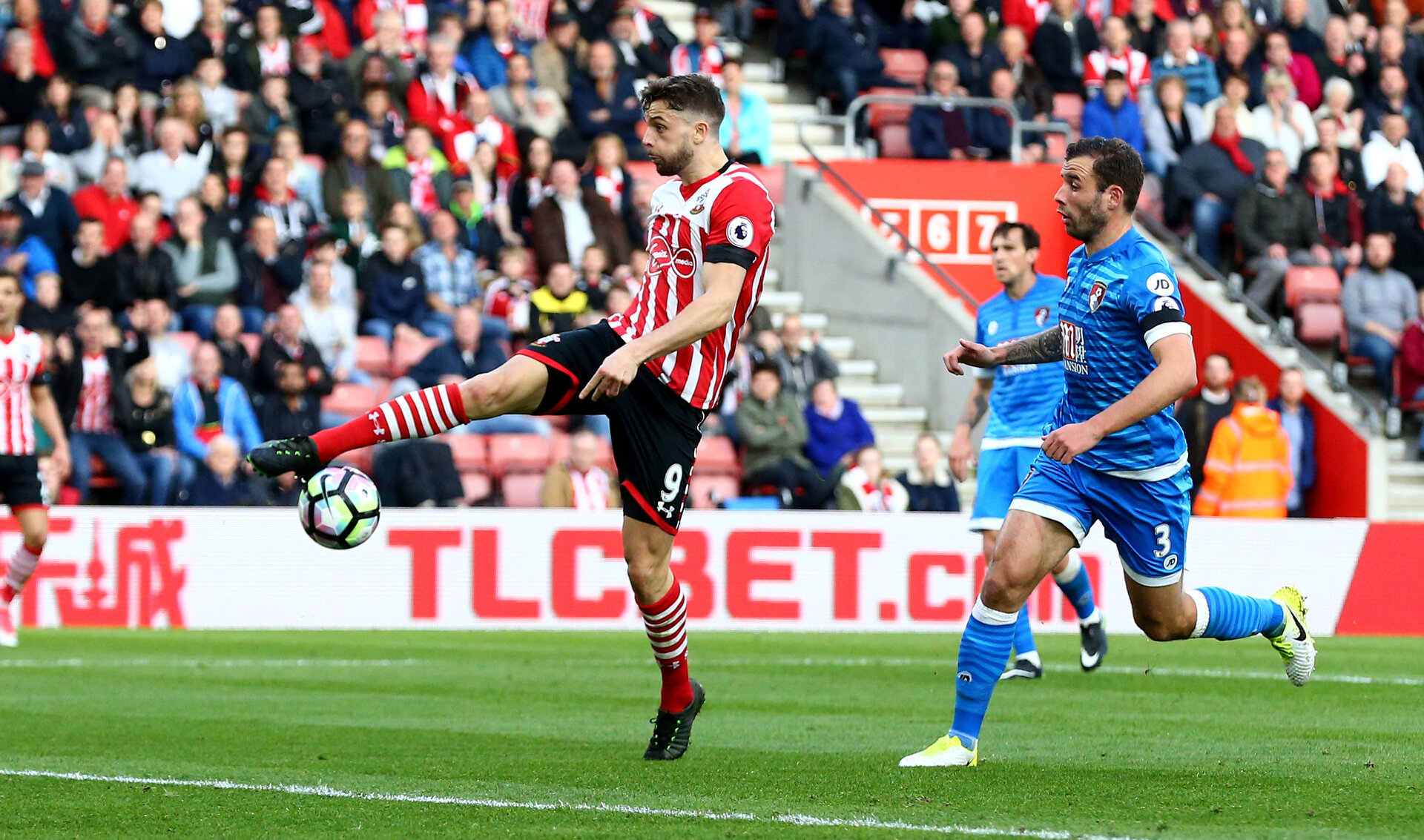 Jay Rodriguez during the Premier League match between Bournemouth and Southampton at Vitality Stadium, Bournemouth, England on 18 December 2016. Photo by Matt Watson/SFC/Digital South.