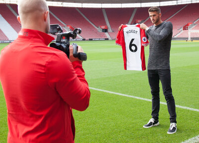 Behind The Scenes: Hoedt signing