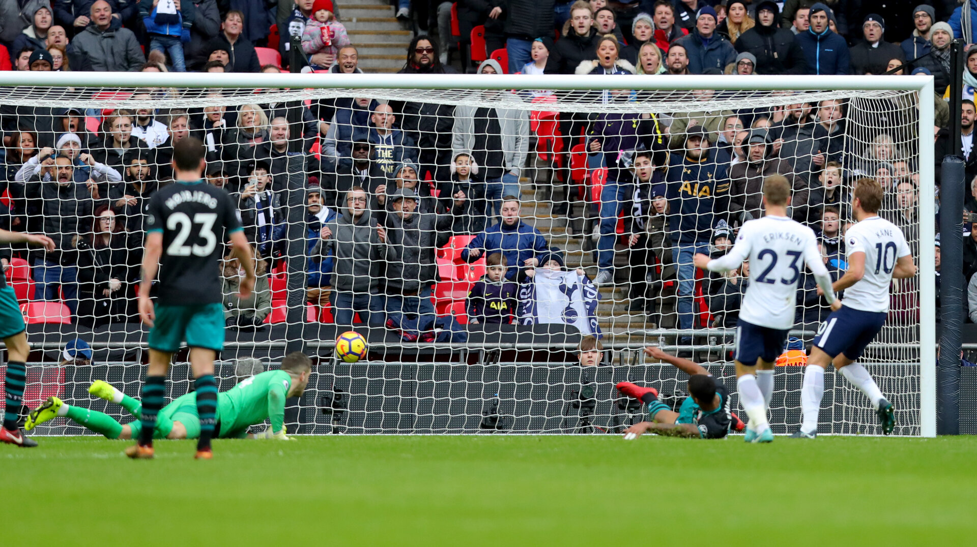 LONDON, ENGLAND - DECEMBER 26: Tottenham's Harry Kane scores his second goal during the Premier League match between Tottenham Hotspur and Southampton at Wembley Stadium on December 26, 2017 in London, England. (Photo by Matt Watson/Southampton FC via Getty Images)