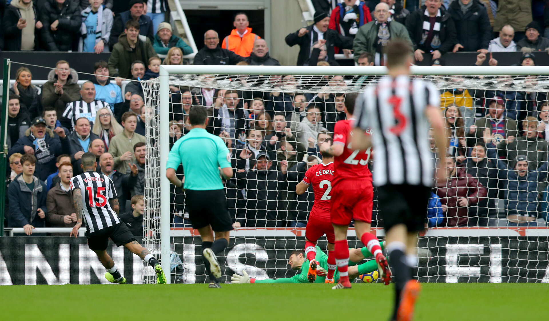NEWCASTLE UPON TYNE, ENGLAND - MARCH 10: Newcastle go 2-0 up during the Premier League match between Newcastle United and Southampton at St. James Park on March 10, 2018 in Newcastle upon Tyne, England. (Photo by Matt Watson/Southampton FC via Getty Images)