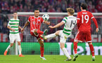 MUNICH, GERMANY - OCTOBER 18:  Thiago Alcantara of Bayern Muenchen and Stuart Armstrong of Celtic battle for posession during the UEFA Champions League group B match between Bayern Muenchen and Celtic FC at Allianz Arena on October 18, 2017 in Munich, Germany.  (Photo by Sebastian Widmann/Bongarts/Getty Images )