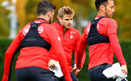 SOUTHAMPTON, ENGLAND - NOVEMBER 06: Stuart Armstrong (middle) during a Southampton FC training session at Staplewood Complex on November 6, 2018 in Southampton, England. (Photo by James Bridle - Southampton FC/Southampton FC via Getty Images)