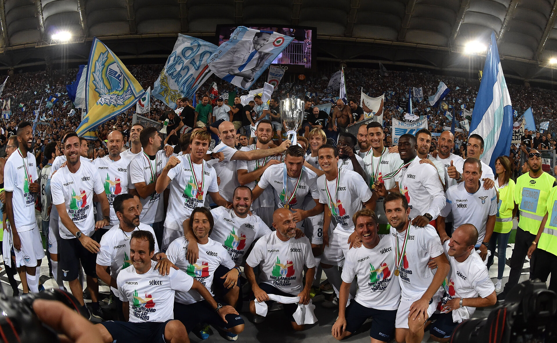 ROME, ITALY - AUGUST 13:  Players of SS Lazio celebrate the victory after the Italian Supercup match between Juventus and SS Lazio at Stadio Olimpico on August 13, 2017 in Rome, Italy.  (Photo by Giuseppe Bellini/Getty Images)