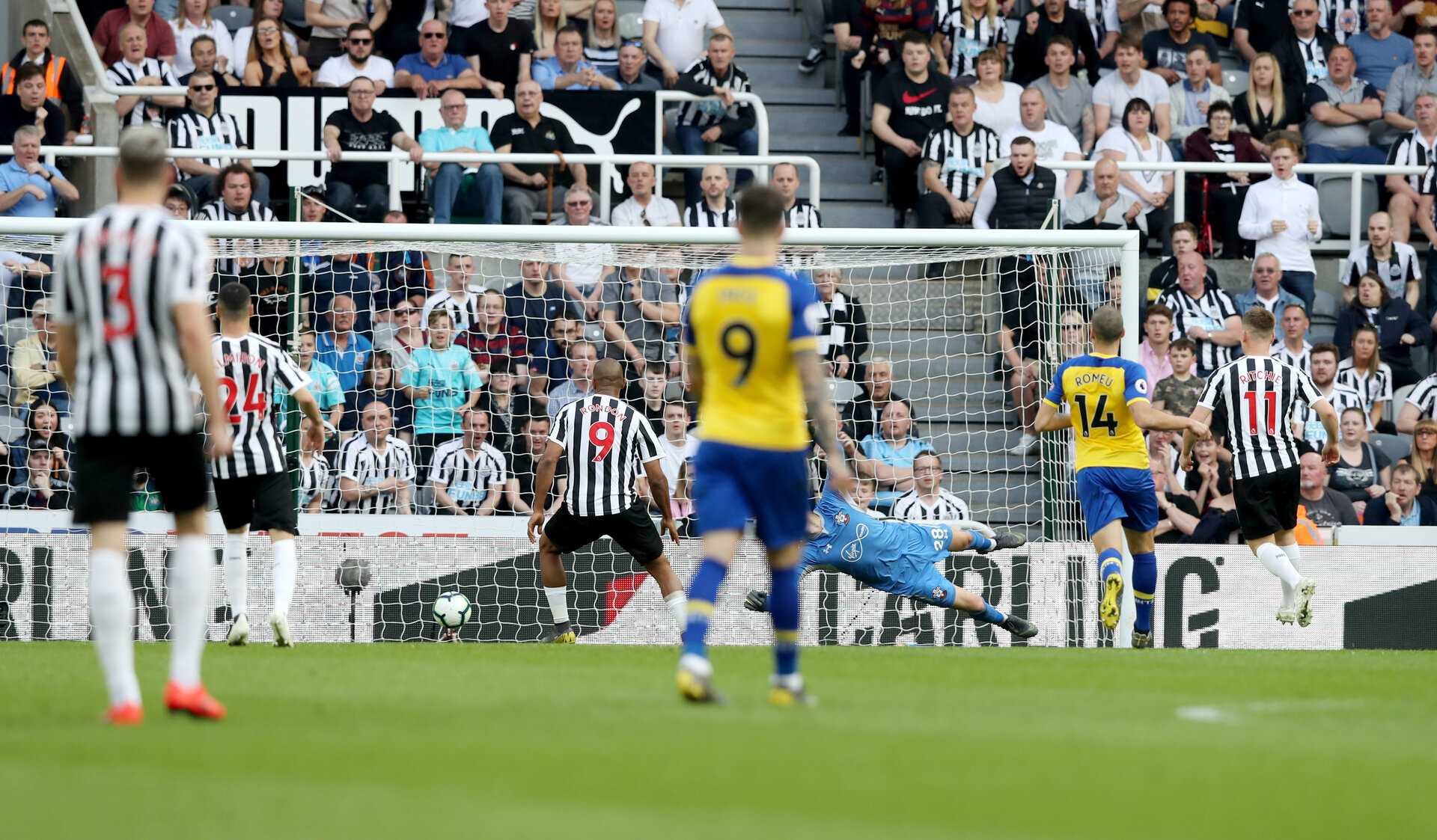 NEWCASTLE UPON TYNE, ENGLAND - APRIL 20: Newcastle open the scoring during the Premier League match between Newcastle United and Southampton FC at St. James Park on April 20, 2019 in Newcastle upon Tyne, United Kingdom. (Photo by Matt Watson/Southampton FC via Getty Images)