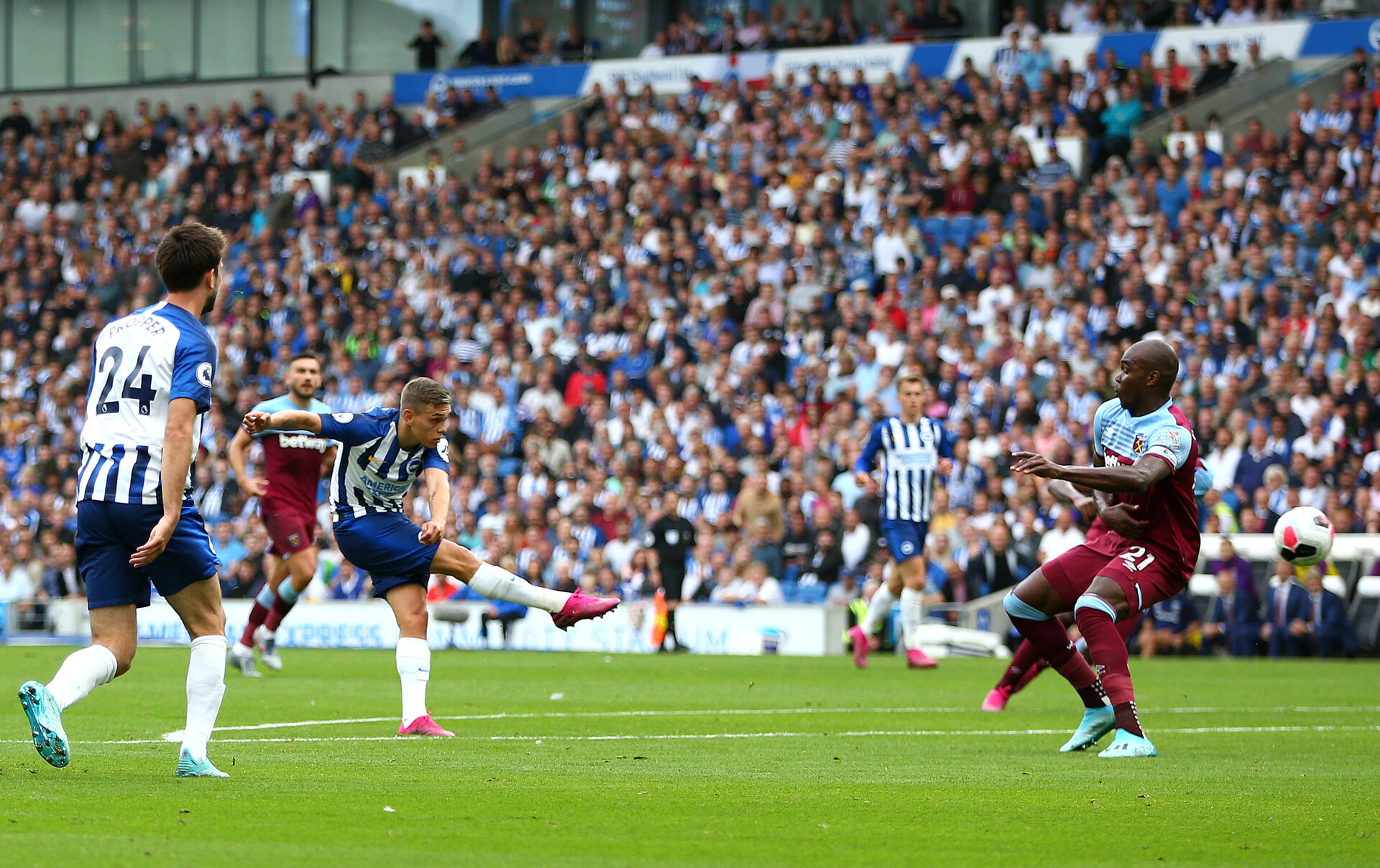 BRIGHTON, ENGLAND - AUGUST 17: Leondro Trossard of Brighton and Hove Albion scores his team's first goal during the Premier League match between Brighton & Hove Albion and West Ham United at American Express Community Stadium on August 17, 2019 in Brighton, United Kingdom. (Photo by Steve Bardens/Getty Images)