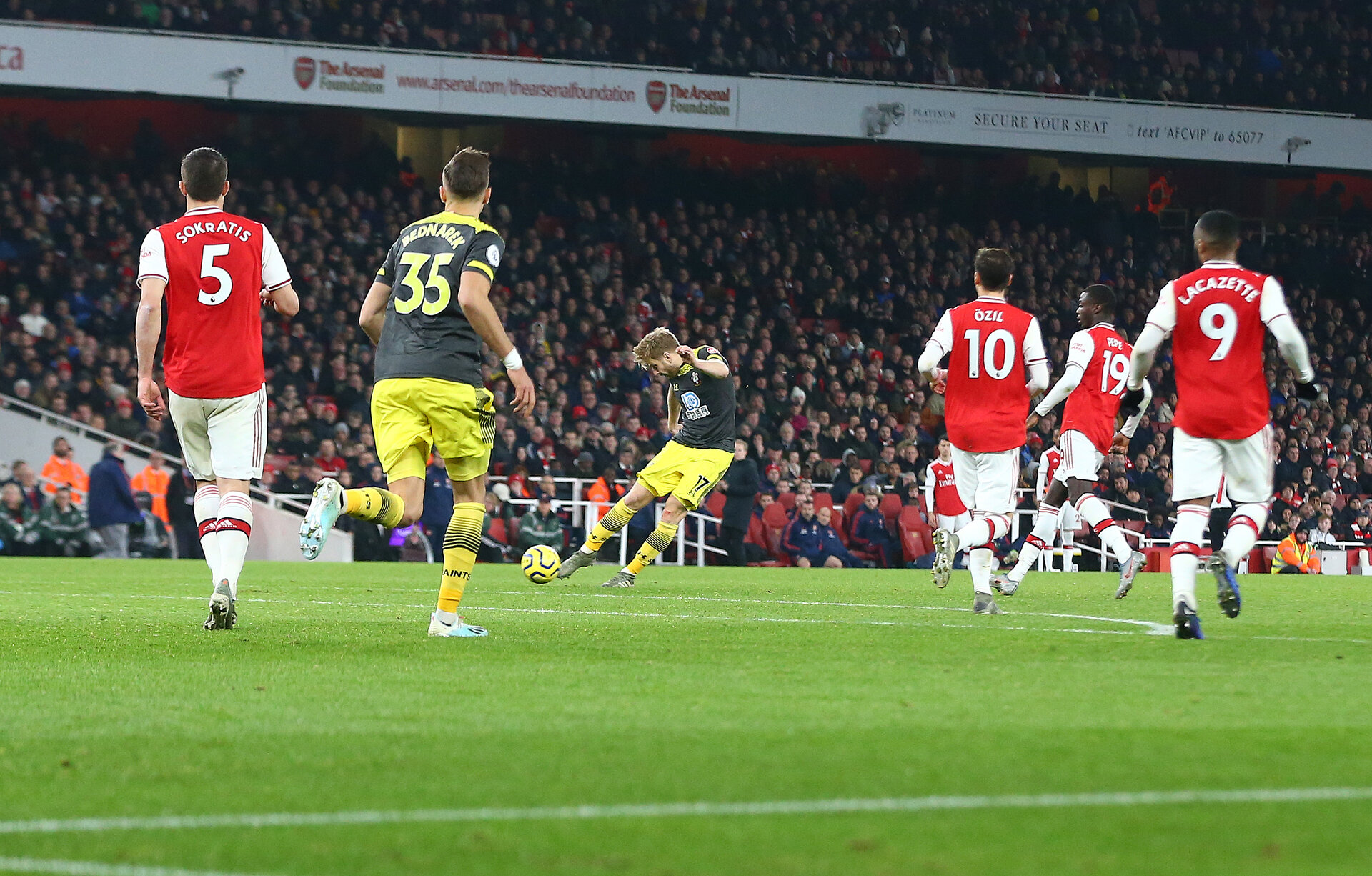 LONDON, ENGLAND - NOVEMBER 23: Stuart Armstrong of Southampton shoots at goal during the Premier League match between Arsenal FC and Southampton FC at Emirates Stadium on November 23, 2019 in London, United Kingdom. (Photo by Matt Watson/Southampton FC via Getty Images)