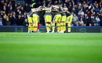 LONDON, ENGLAND - DECEMBER 26: Saints players huddle during the Premier League match between Chelsea FC and Southampton FC at Stamford Bridge on December 26, 2019 in London, United Kingdom. (Photo by Matt Watson/Getty Images)
