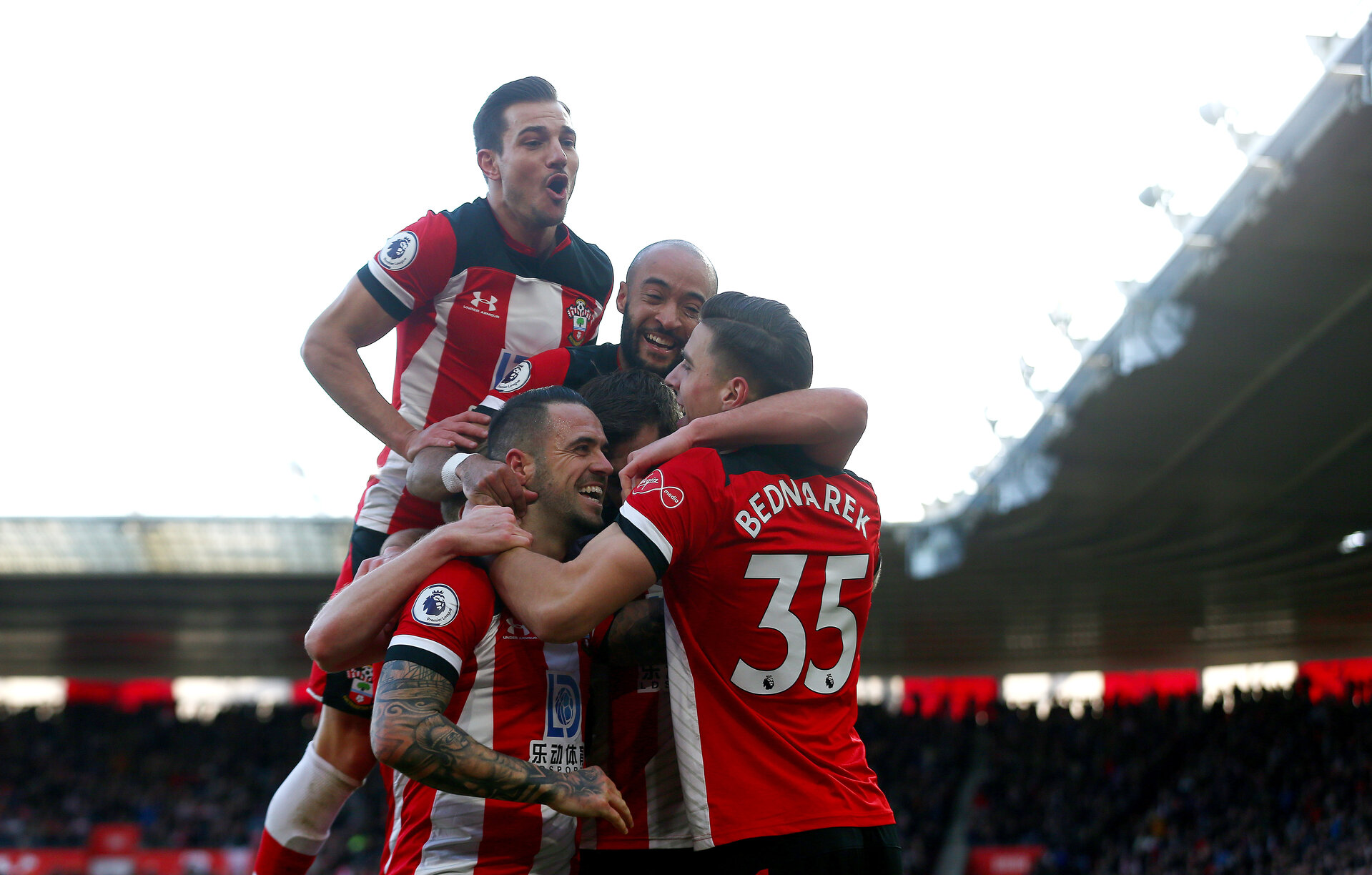 SOUTHAMPTON, ENGLAND - JANUARY 18: Cedric Soares(L) of Southampton joins his team mates as they celebrate Jan Bednarek's(R) goal during the Premier League match between Southampton FC and Wolverhampton Wanderers at St Mary's Stadium on January 18, 2020 in Southampton, United Kingdom. (Photo by Matt Watson/Southampton FC via Getty Images)