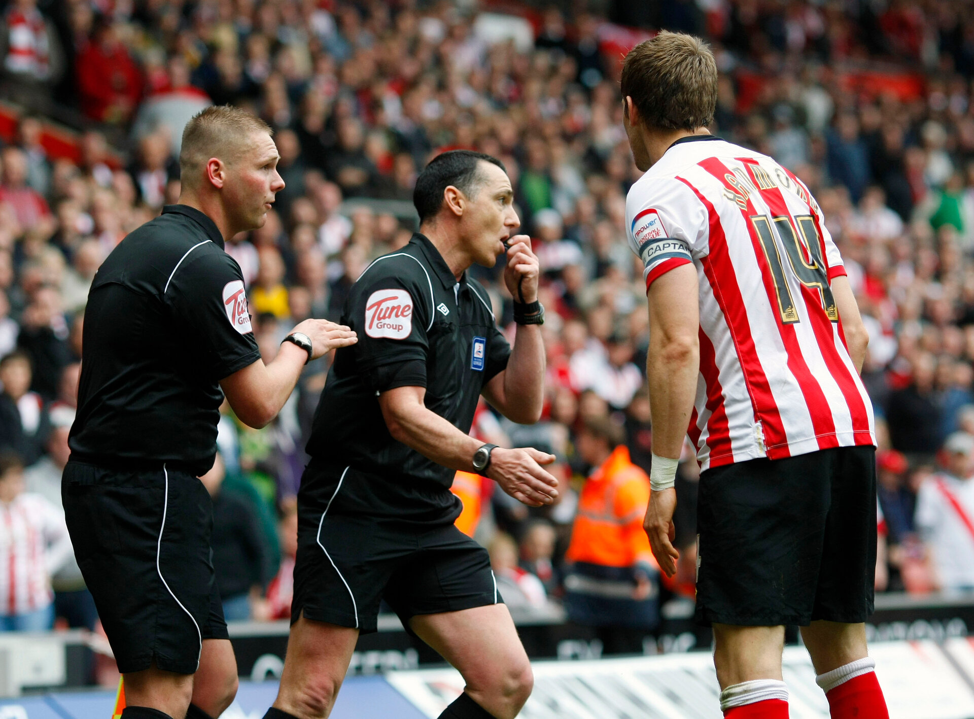 "Football - Southampton v Portsmouth npower Football League Championship  - St Mary's Stadium  - 7/4/12  Referee Neil Swarbrick (C) talks with assistant referee John Flynn before awarding the second Southampton goal scored by Billy Sharp (Not Pictured) as Southampton's Dean Hammond (R) looks on  Mandatory Credit: Action Images / James Benwell  Livepic  EDITORIAL USE ONLY. No use with unauthorized audio, video, data, fixture lists, club/league logos or live services. Online in-match use limited to 45 images, no video emulation. No use in betting, games or single club/league/player publications.  Please contact your account representative for further details. Football - Southampton v Portsmouth npower Football League Championship  - St Mary's Stadium  - 7/4/12 Referee Neil Swarbrick (C) talks with assistant referee John Flynn before awarding the second Southampton goal scored by Billy Sharp (Not Pictured) as Southampton's Dean Hammond (R) looks on Mandatory Credit: Action Images / James Benwell Livepic EDITORIAL USE ONLY. No use with unauthorized audio, video, data, fixture lists, club/league logos or ""live"" services. Online in-match use limited to 45 images, no video emulation. No use in betting, games or single club/league/player publications.  Please contact your account representative for further details."