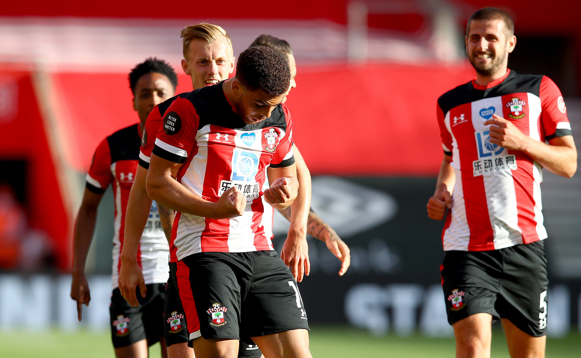 SOUTHAMPTON, ENGLAND - JULY 05: Ché Adams goial celebration during the Premier League match between Southampton FC and Manchester City at St Mary's Stadium on July 5, 2020 in Southampton, United Kingdom. Football Stadiums around Europe remain empty due to the Coronavirus Pandemic as Government social distancing laws prohibit fans inside venues resulting in games being played behind closed doors. (Photo by Matt Watson/Southampton FC via Getty Images)