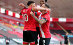SOUTHAMPTON, ENGLAND - JULY 26: Ché Adams (L) celebrating goal with Kyle Walker-Peters and Danny Ings during the Premier League match between Southampton FC and Sheffield United at St Mary's Stadium on April 17, 2020 in Southampton, United Kingdom. (Photo by Chris Moorhouse/Southampton FC via Getty Images)