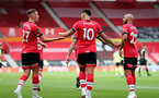 SOUTHAMPTON, ENGLAND - JULY 26: Ché Adams (center) of Southampton celebrates goal with team mates during the Premier League match between Southampton FC and Sheffield United at St Mary's Stadium on April 17, 2020 in Southampton, United Kingdom. (Photo by Chris Moorhouse/Southampton FC via Getty Images)