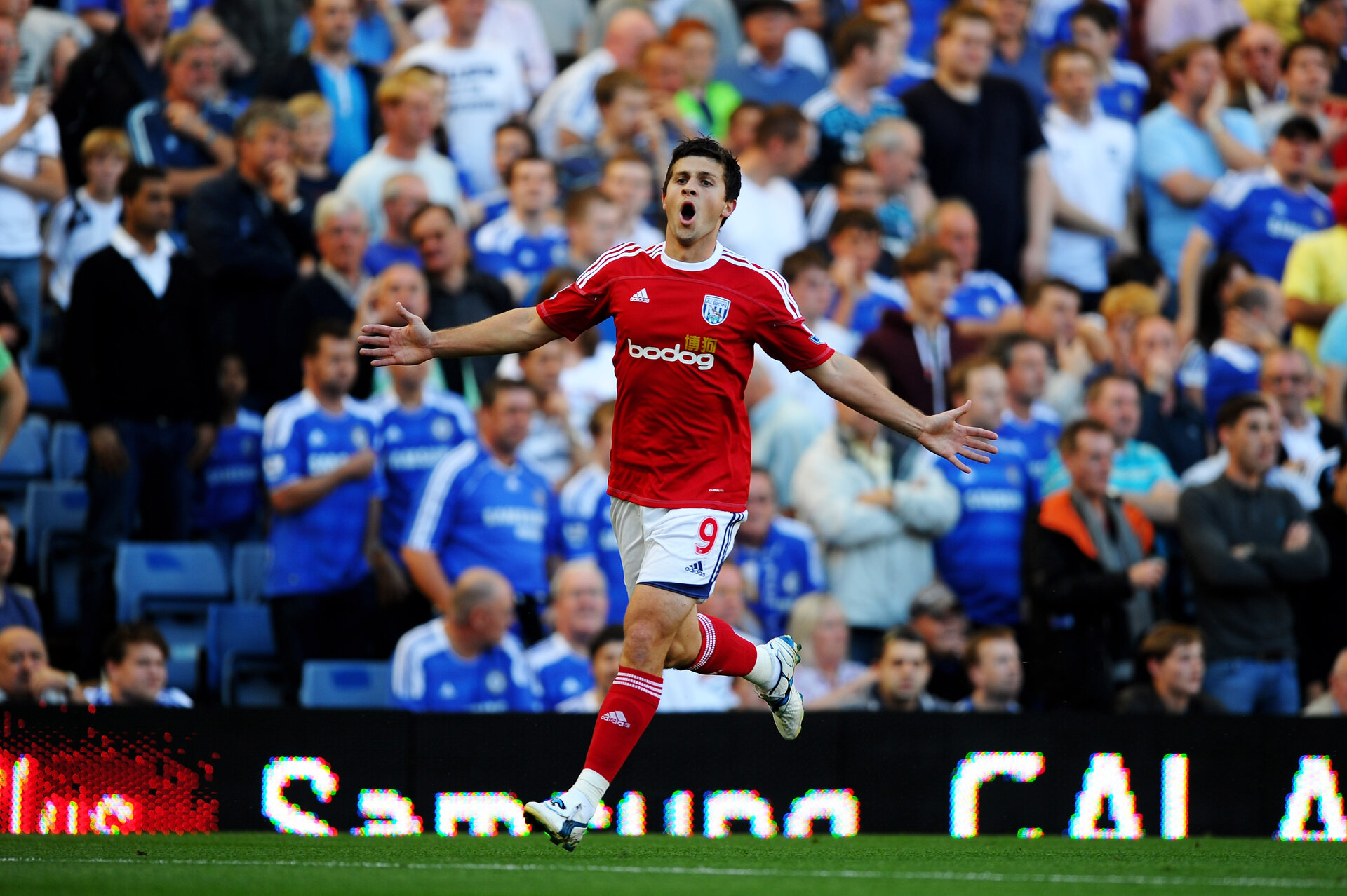 LONDON, ENGLAND - AUGUST 20:  Shane Long of West Brom celebrates after scoring the opening goal during the Barclays Premier League match between Chelsea and West Bromwich Albion at Stamford Bridge on August 20, 2011 in London, England.  (Photo by Laurence Griffiths/Getty Images)