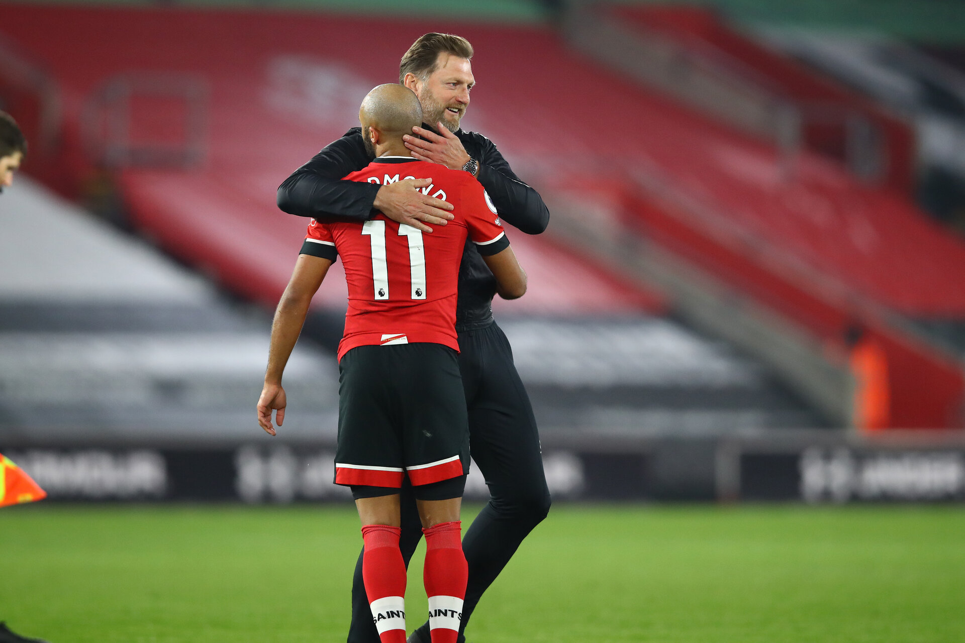 SOUTHAMPTON, ENGLAND - NOVEMBER 06: Nathan Redmond(L) Ralph Hasenhuttl (R) during the Premier League match between Southampton and Newcastle United at St Mary's Stadium on November 06, 2020 in Southampton, England. Sporting stadiums around the UK remain under strict restrictions due to the Coronavirus Pandemic as Government social distancing laws prohibit fans inside venues resulting in games being played behind closed doors. (Photo by Matt Watson/Southampton FC via Getty Images)