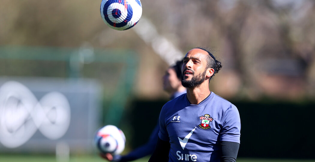 SOUTHAMPTON, ENGLAND - APRIL 02: Theo Walcott during a Southampton FC training session at the Staplewood Campus on April 02, 2021 in Southampton, England. (Photo by Matt Watson/Southampton FC via Getty Images)