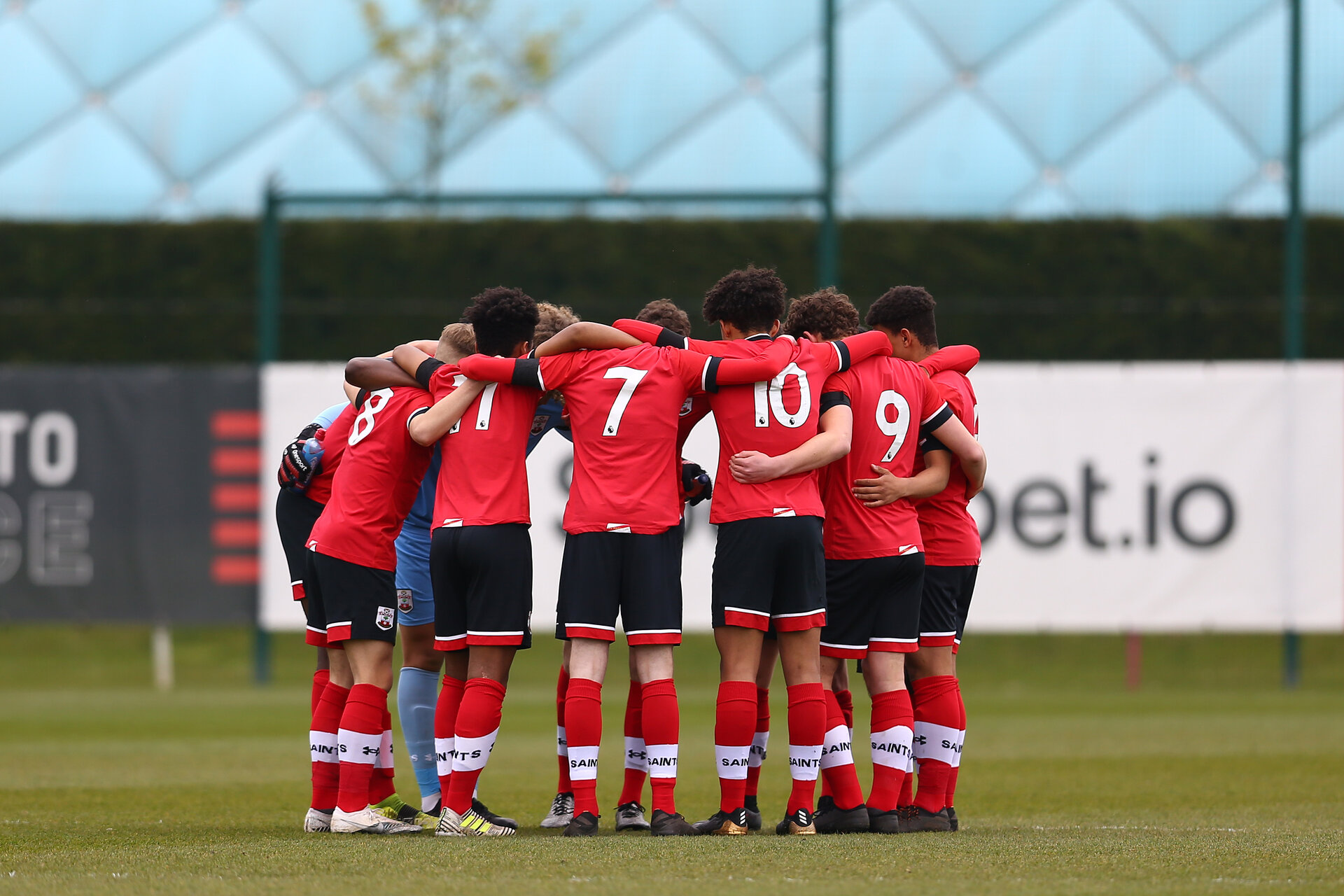 SOUTHAMPTON, ENGLAND - APRIL 10: Southampton players huddle ahead of the Premier League U18s match between Southampton U18 and Tottenham Hotspur at Staplewood Campus on April 10, 2021 in Southampton, England. (Photo by Isabelle Field/Southampton FC via Getty Images)