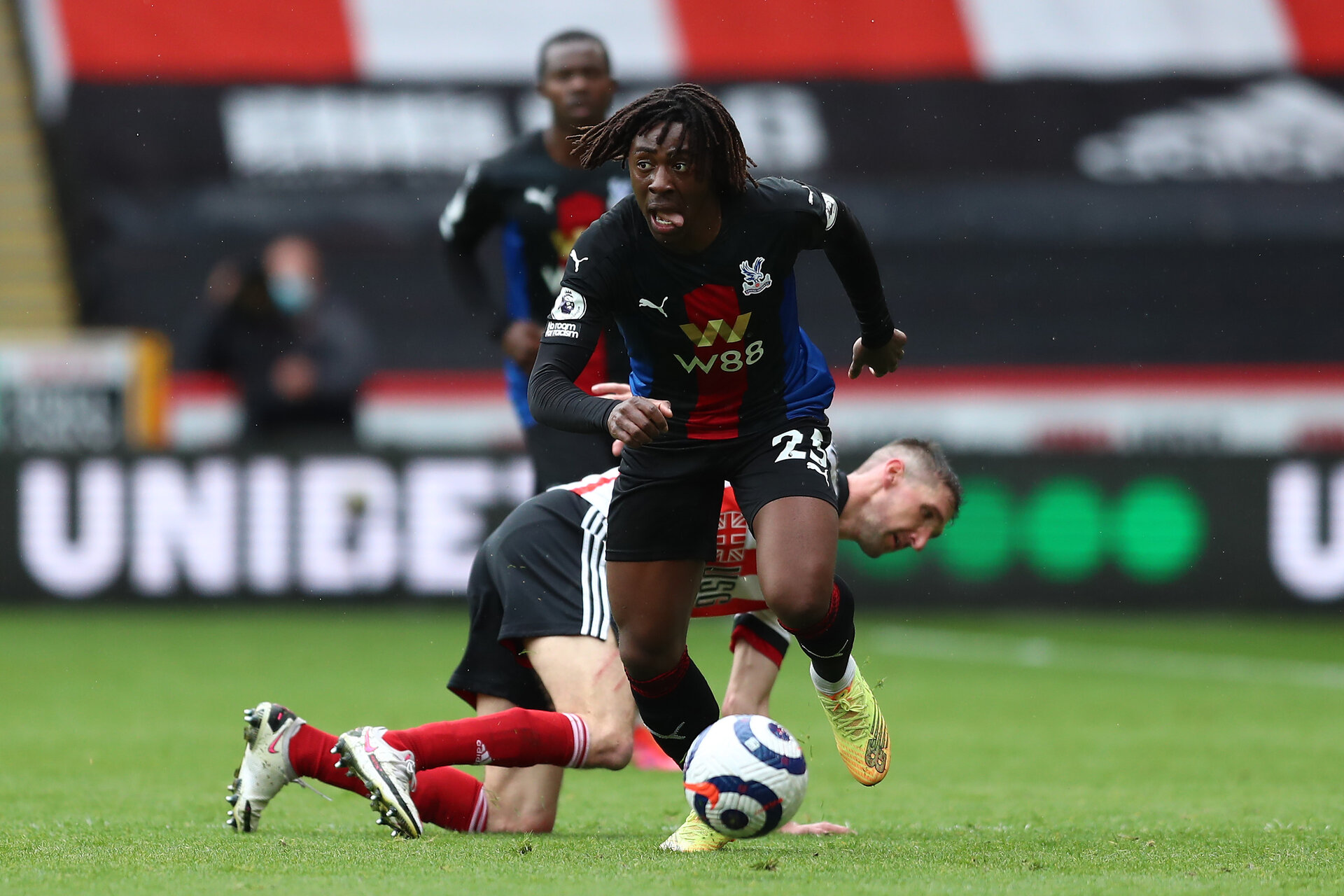 SHEFFIELD, ENGLAND - MAY 08: Eberechi Eze of Crystal Palace  runs with the ball  during the Premier League match between Sheffield United and Crystal Palace at Bramall Lane on May 08, 2021 in Sheffield, England. Sporting stadiums around the UK remain under strict restrictions due to the Coronavirus Pandemic as Government social distancing laws prohibit fans inside venues resulting in games being played behind closed doors. (Photo by Jan Kruger/Getty Images)