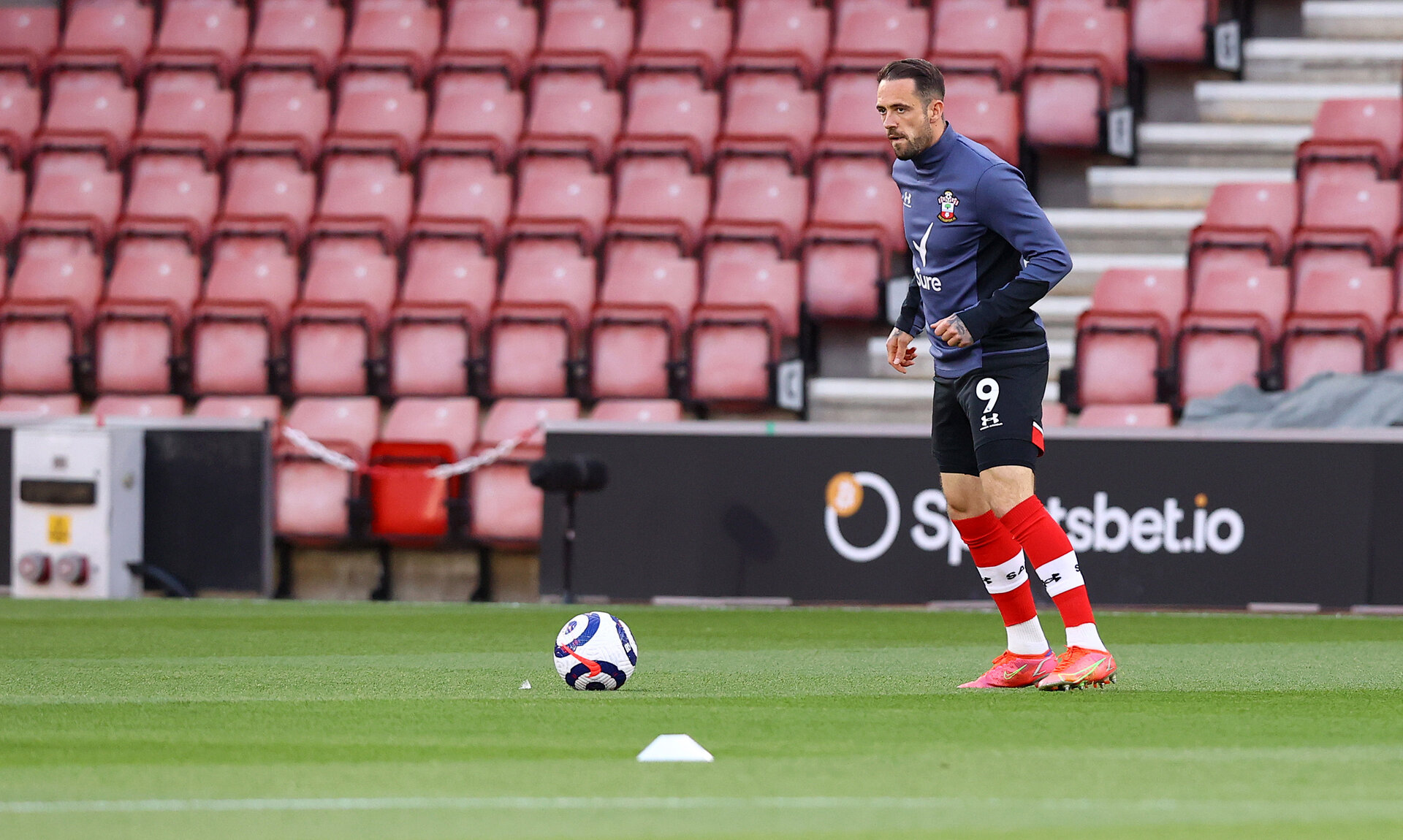 SOUTHAMPTON, ENGLAND - MAY 11: Danny Ings of Southampton warms up ahead of the Premier League match between Southampton and Crystal Palace at St Mary's Stadium on May 11, 2021 in Southampton, England. Sporting stadiums around the UK remain under strict restrictions due to the Coronavirus Pandemic as Government social distancing laws prohibit fans inside venues resulting in games being played behind closed doors.  (Photo by Matt Watson/Southampton FC via Getty Images)