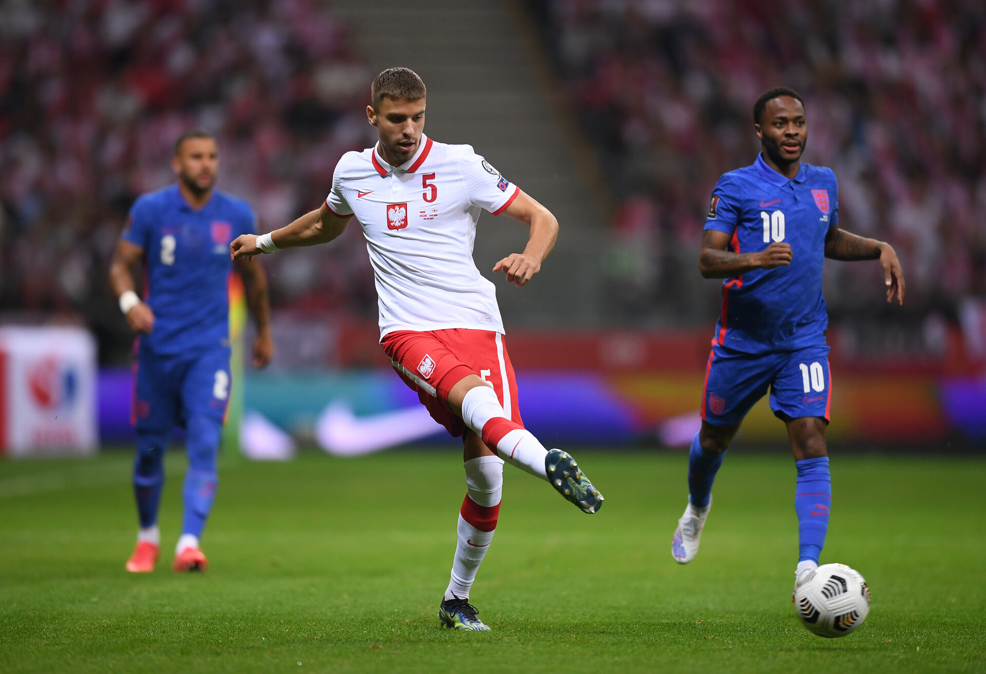 WARSAW, POLAND - SEPTEMBER 08:  Jan Bednarek of Poland passes the ball during the 2022 FIFA World Cup Qualifier match between Poland and England at Stadion Narodowy on September 08, 2021 in Warsaw, Poland. (Photo by Michael Regan/Getty Images)
