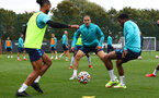 SOUTHAMPTON, ENGLAND - SEPTEMBER 30: Oriol Romeu(centre) during a Southampton FC training session at the Staplewood Campus on September 30, 2021 in Southampton, England. (Photo by Matt Watson/Southampton FC via Getty Images)